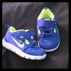 Other - Blue and neon green Nike free toddler shoe